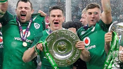 Ireland with the Six Nations trophy